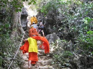 Aufstieg zur Höhle Tham Pou Kham